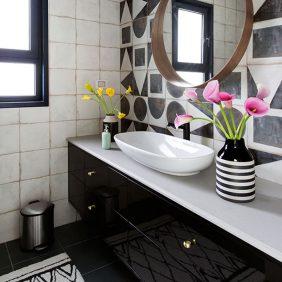 חדר רחצה רמבטיה ידיות ידית כפתור זהב גילי אונגר עיצוב בית אדריכל