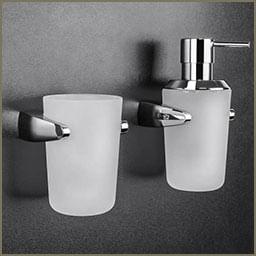 כוס בעיצוב יוקרתי לאמבטיה, דגם B8002 ומיכל תלוי לסבון נוזלי, דגם B9338